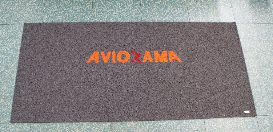 nuovo tappeto art. 3m nomad terra 8105 colore grigio pers. con scritta aviorama colore arancione + 8102 rosso (aviorama) (1)