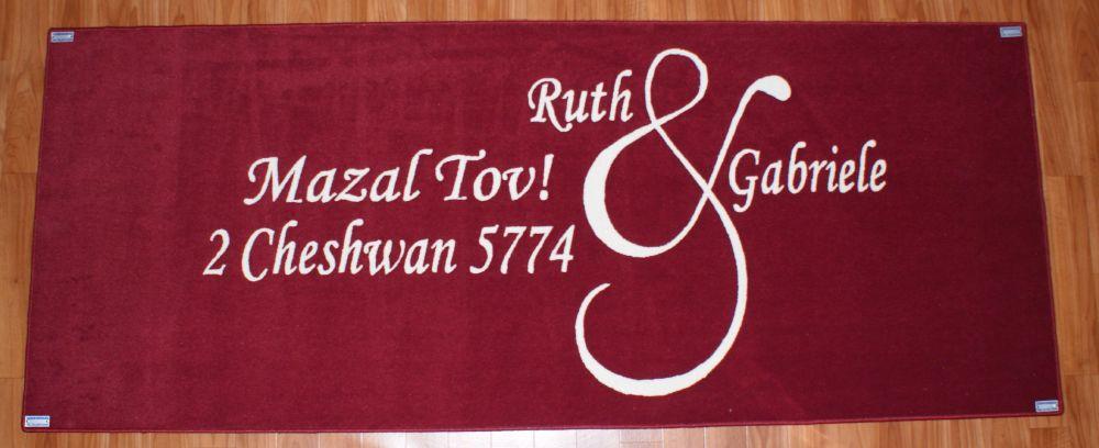 tappeto in velluto rosso personalizzato per un matrimonio e augurare buona fortuna agli sposi destinazione Roma