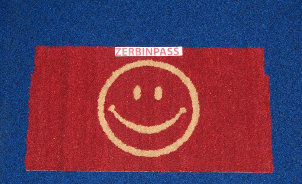 zerbino in cocco articolo 102 rosso personalizzato ad intarsio con smile colore 101 beige per un appartamento