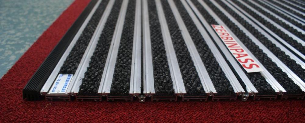 zerbino tecnico in alluminio zerbinstop con inserti in agugliato antracite + spazzola colore nero spessore 22 mm.
